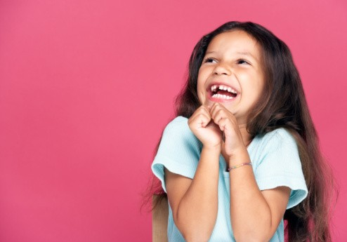 jeune-fille-qui-rigole